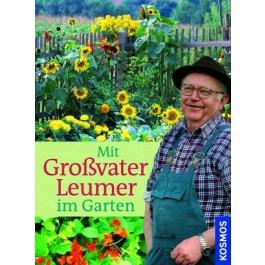 Mit Großvater Leumer im Garten
